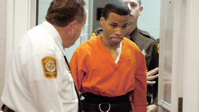 Federal judge tosses out life sentences for DC sniper Malvo