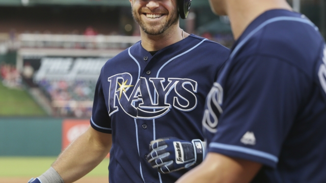 Rays' Dickerson hits bouncing pitch for double