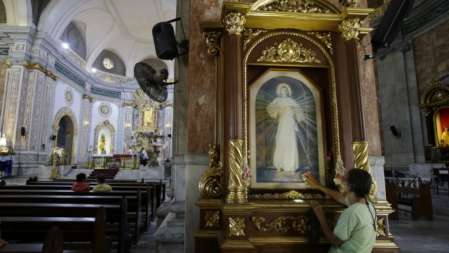 The Latest: Filipinos at Mass worry about city, martial law