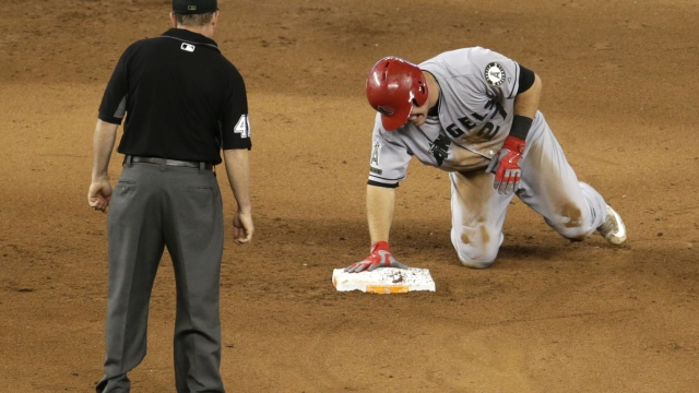 Trout sprains thumb in Angels' 9-2 loss at Miami