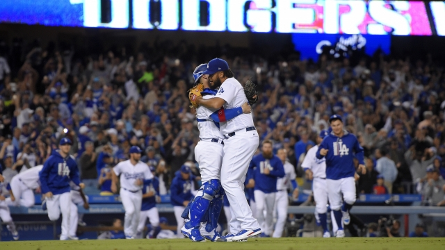 Dodgers beat Giants 4-2 to clinch 5th straight NL West title