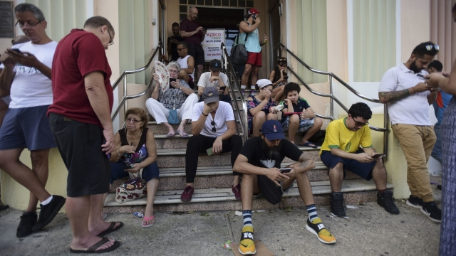 Puerto Ricans hunt for precious Wi-Fi and cell signals