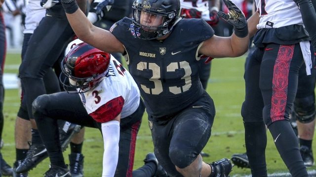2-point gamble, late TD help Army beat San Diego State 42-35