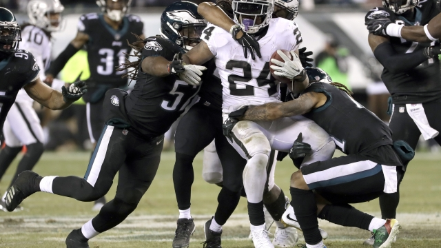 Eagles clinch top seed, but Foles has tough time vs Raiders