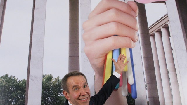 Artist Koons meets French minister over sculpture dispute