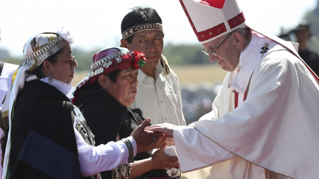 Pope has tough words for indigenous, Chile during Mass