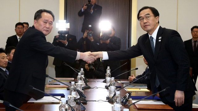 Rival Koreas agree to talk on art troupe's visit to Olympics