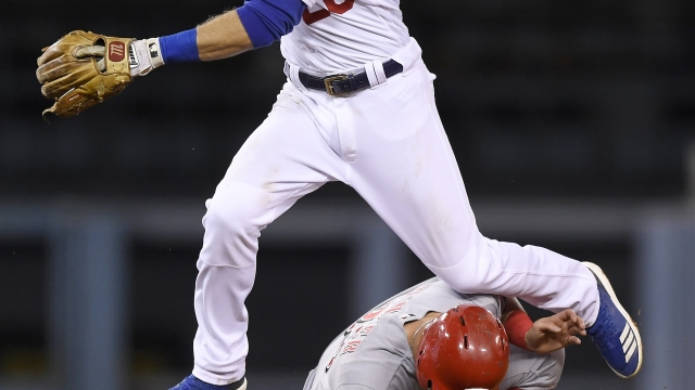 Caught red-handed: Reds goof in double switch vs. Dodgers