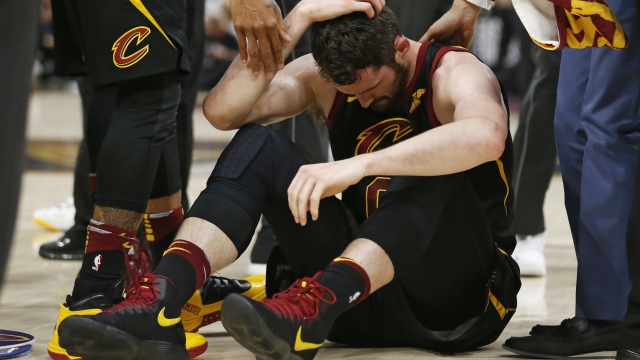 Cavs' Love has head injury, status for Game 7 unknown
