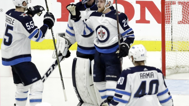 Jets rout Preds 6-2, grab 3-2 West semifinal lead