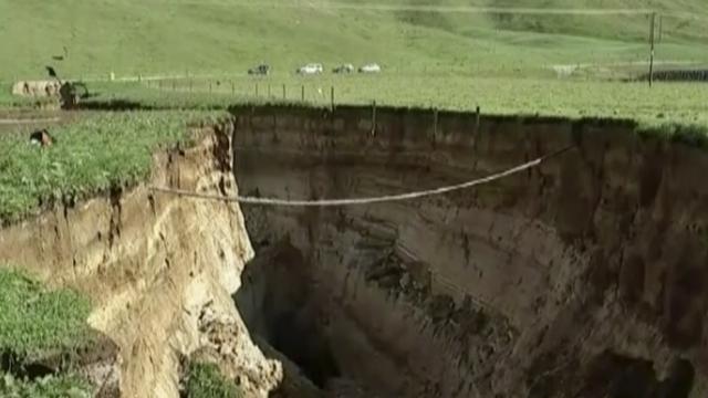 Spectacular 6-story-deep sinkhole opens on New Zealand farm