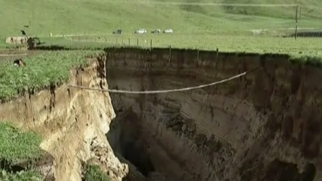 Spectacular 6-story-deep sinkhole opens on New Zealand farm