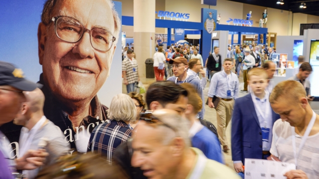Warren Buffett fields questions about successor, investing