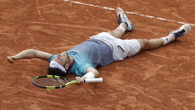 Djokovic falters, Ceccchinato soars in French Open stunner