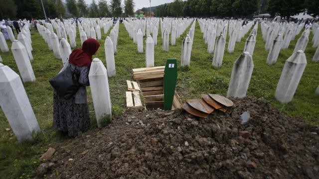 Bosnian Muslims to bury 35 Srebrenica massacre victims
