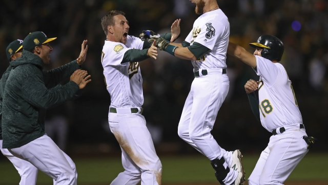 Lucroy's hit in 11th inning sends A's past Giants 4-3