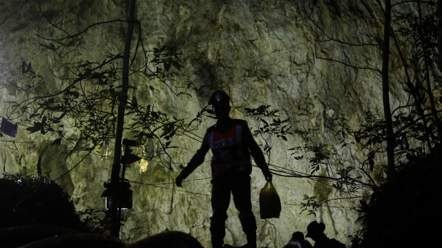 Thai divers make little progress in murky cave search