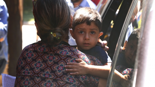 US moves to unite migrant children with parents by deadline