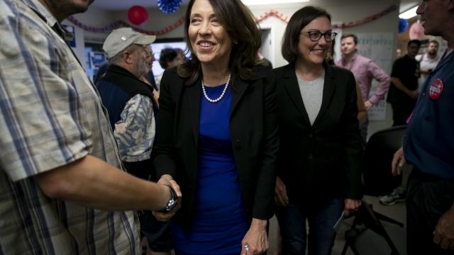 Cantwell, Hutchison advance in Senate race