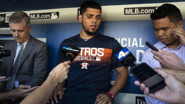 Osuna addresses new Astros teammates in closed-door meeting