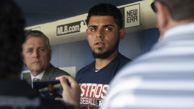 Osuna gets win in return from suspension, Astros top Giants